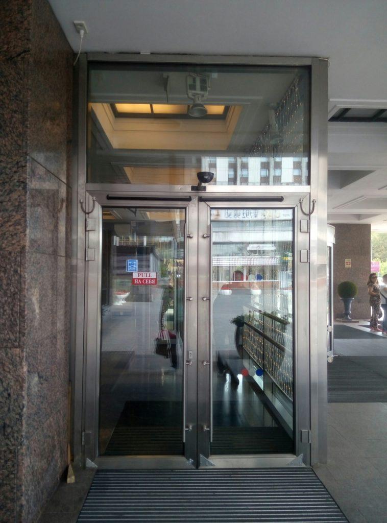 дверь из нержавейки